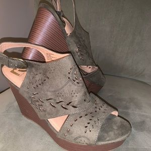 Women's Olive faux suede wedges